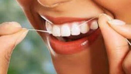 Чистка зубов нитью может нанести вред организму