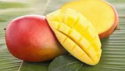 Назван фрукт, который убережет от рака груди