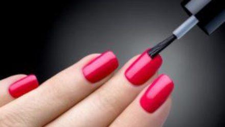 Причины появления пятен на ногтях