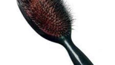 Какую расческу выбрать: это влияет на объем и качество волос