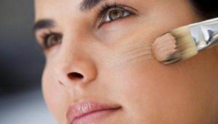 Как перестать пользоваться тональным кремом каждый день и полюбить свою кожу
