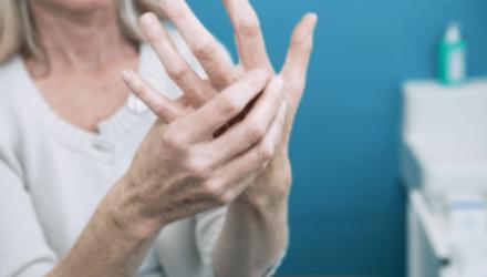 Препарат от артрита показал хороший результат в лечении пожилых с COVID-19
