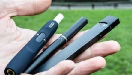 Электронные сигареты оказались вредны для мозга подростков