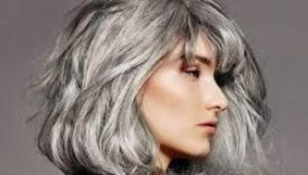 Седина в голову: всё, что нужно знать о седых волосах, появившихся в 20 лет