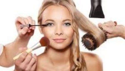 Бьюти-тренды, которые готовит 2021 год: маскне, мыльные брови и мокрые волосы