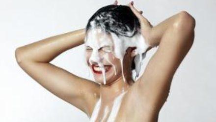 Девушка раскрыла оптимальную частоту мытья головы длябыстрого роста волос