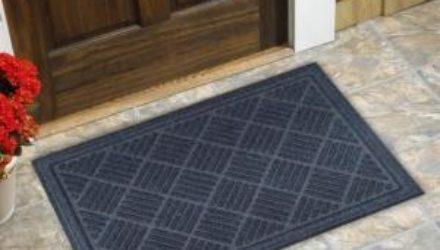 Зачем нужен грязезащитный коврик дома?