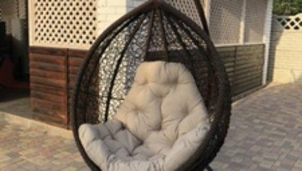 Подвесное кресло-качалка: чем привлекает современных потребителей?