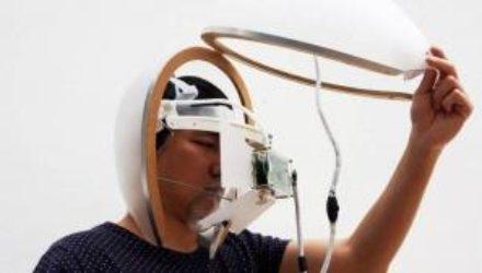 Создан «умный» шлем для лечения деменции